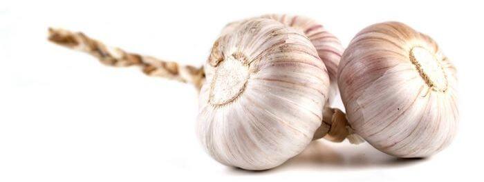 Close up of raw garlic lobes.